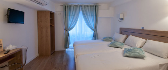Ambassadors Hotel Kensington - Triple Room