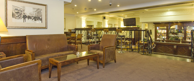 Barbican Deluxe Rooms - Bar Lounge