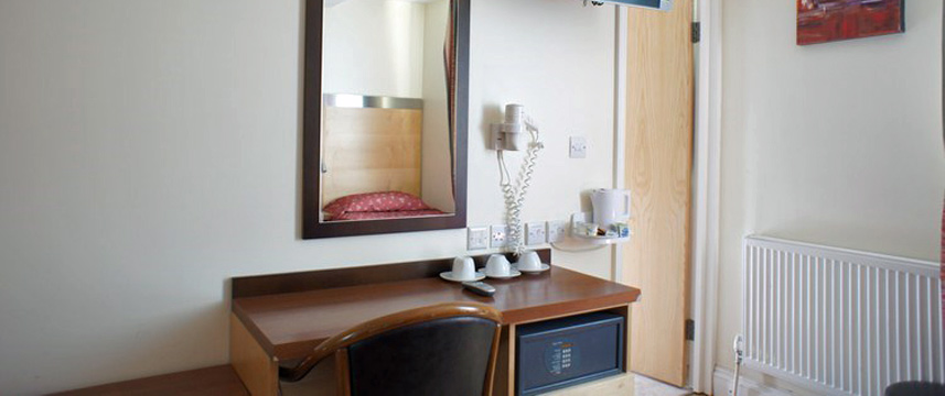 Belgrave Hotel Oval - Bedroom Desk