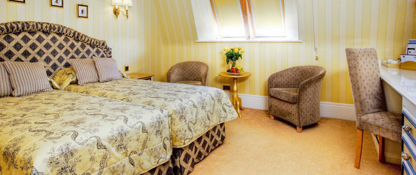 Best Western Abbots Barton Hotel - Triple Bedroom