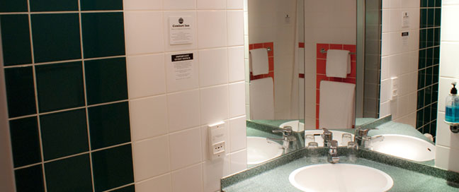 Comfort Inn Vauxhall - Bathroom