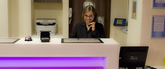 Comfort Inn Vauxhall - Reception desk