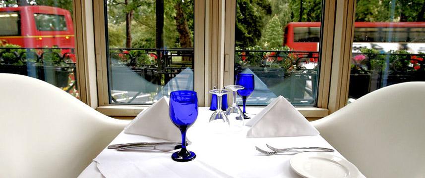 Corus Hyde Park - Restaurant table setting