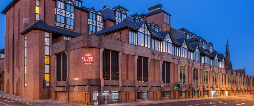 Crowne Plaza Chester - Exterior Night