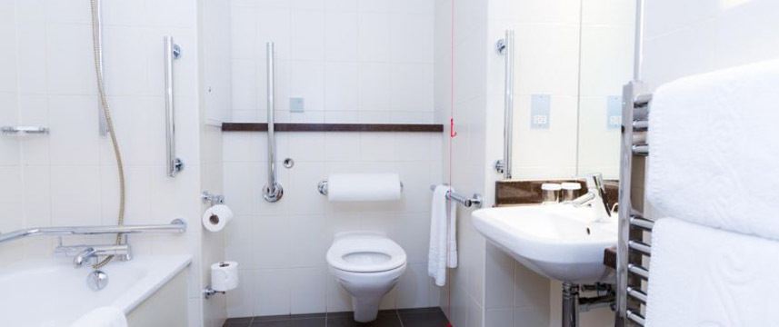 Crowne Plaza London Ealing - Access Bathroom