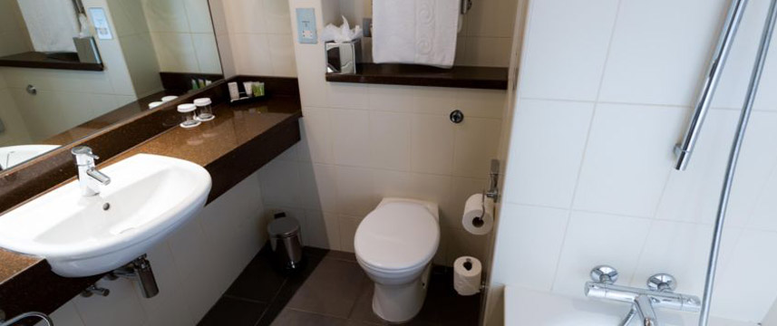 Crowne Plaza London Ealing - Bathroom