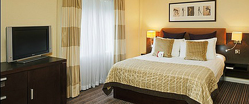 Crowne Plaza London Gatwick Airport - Guestroom