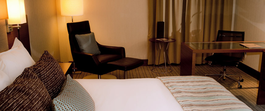 Crowne Plaza London Kensington - King Club Room Seating