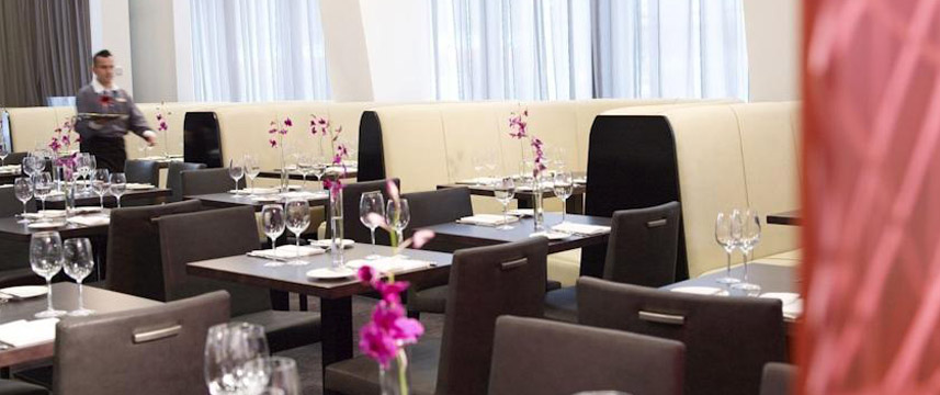 Crowne Plaza Manchester City Dining Area