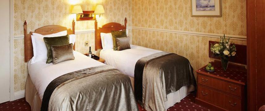 De Vere University Arms Hotel - Twin Bedroom