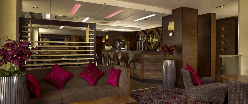 DoubleTree by Hilton London Victoria - Bar