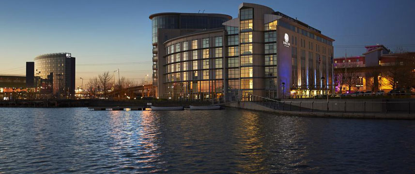 Doubletree By Hilton London Excel - Exterior Night