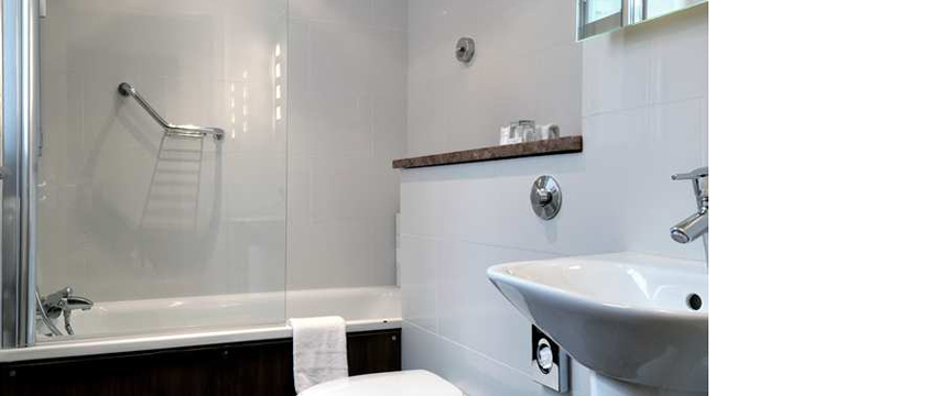 Doubletree by Hilton London - West End - Bathroom
