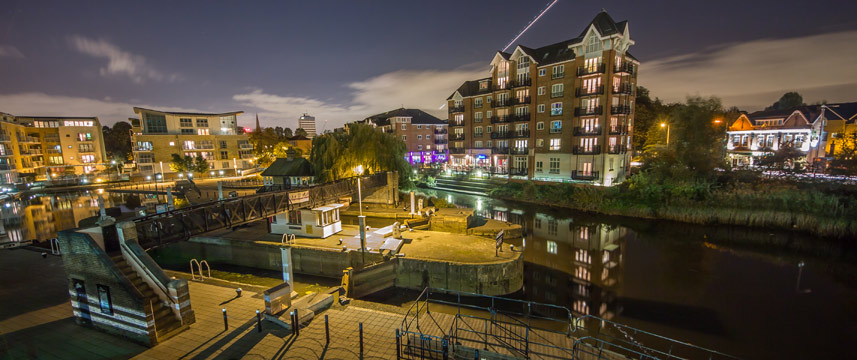 Holiday Inn Brentford Lock - Exterior Night