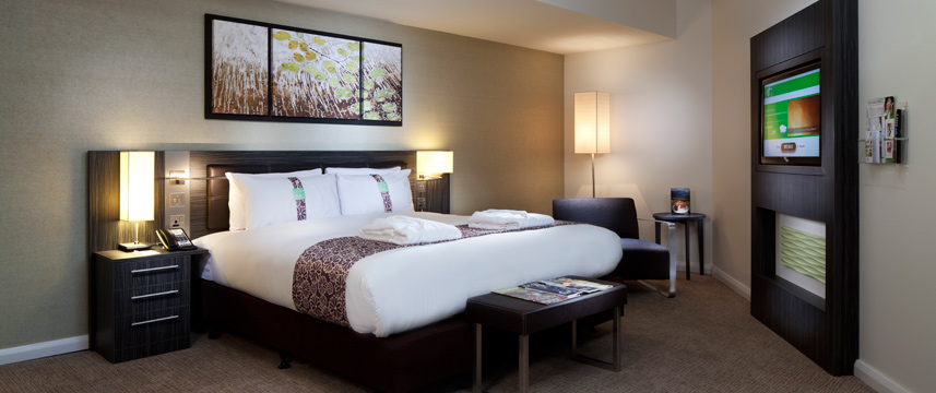 Holiday Inn Commercial Executive Bedroom