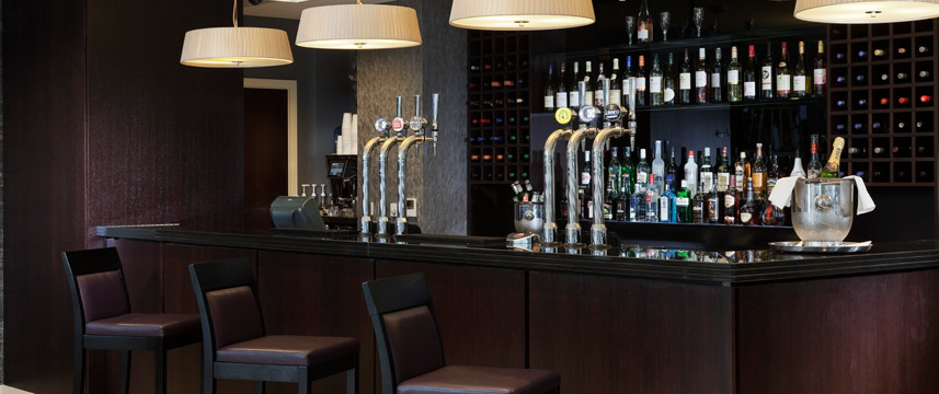 Holiday Inn Commercial Road - Bar and lounge