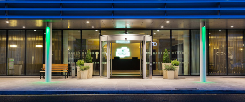 Holiday Inn Commercial Road - Entrance