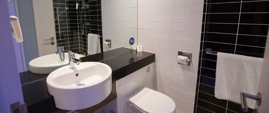Holiday Inn Express Birmingham South A45 - Bathroom