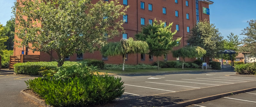 Holiday Inn Express Castle Bromwich Exterior Parking Main