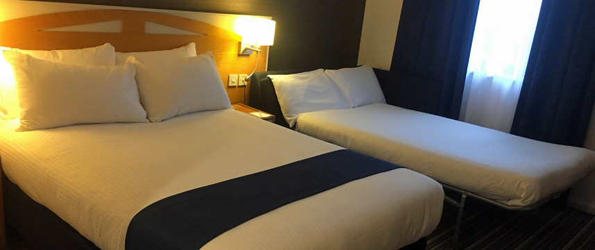 Holiday Inn Express Castle Bromwich Family Room Beds Main
