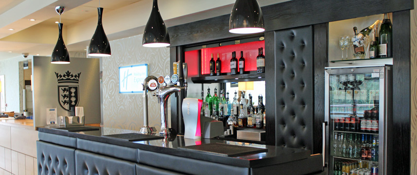 Holiday Inn Express Chester Racecourse - Bar