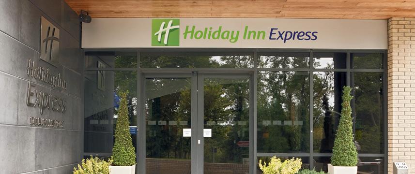 Holiday Inn Express Dublin Airport - Entrance