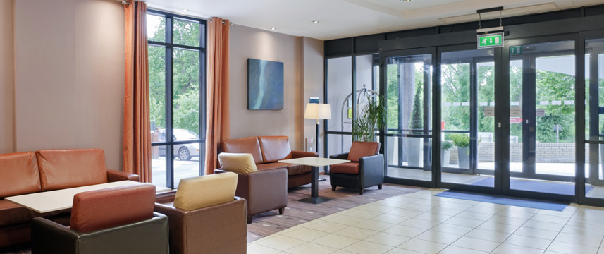 Holiday Inn Express Dublin Airport - Lobby