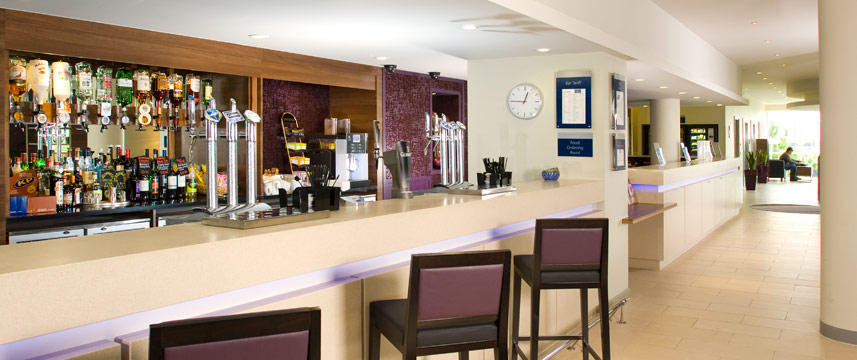 Holiday Inn Express Greenwich Bar