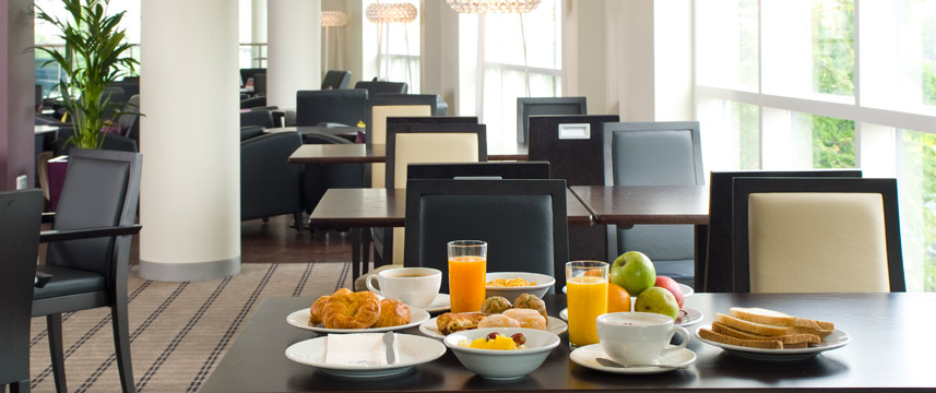 Holiday Inn Express Greenwich Breakfast
