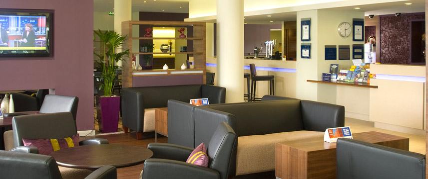 Holiday Inn Express Greenwich Lounge Bar