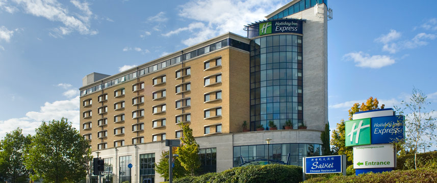 Holiday Inn Express Greenwich exterior