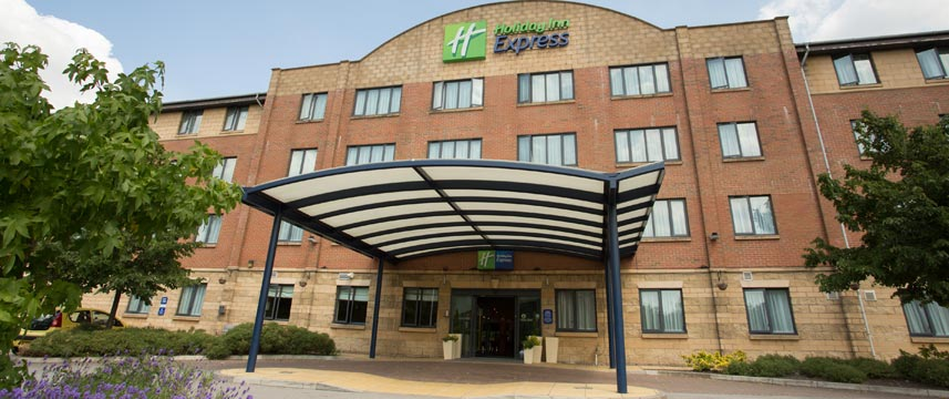 Holiday Inn Express Liverpool Knowsley Exterior