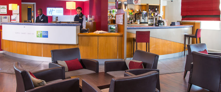 Holiday Inn Express London Chingford - Lobby Bar