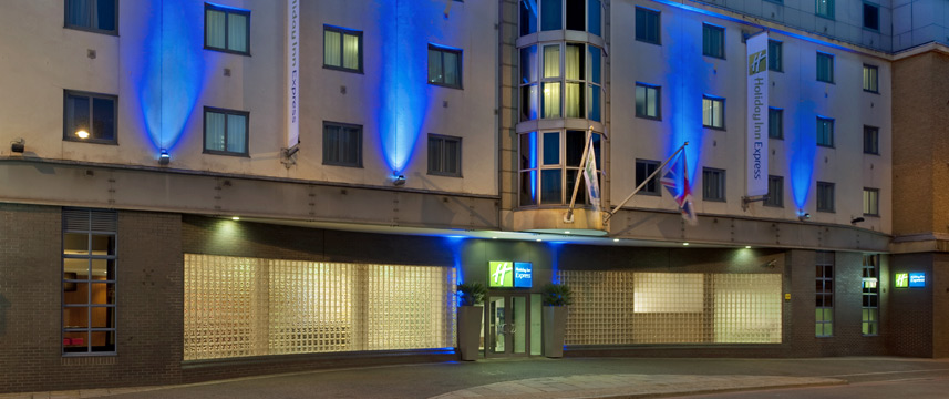 Holiday Inn Express London City - Exterior Night