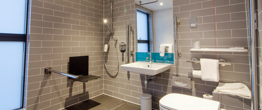 Holiday Inn Express London Ealing - Accessible Bathroom