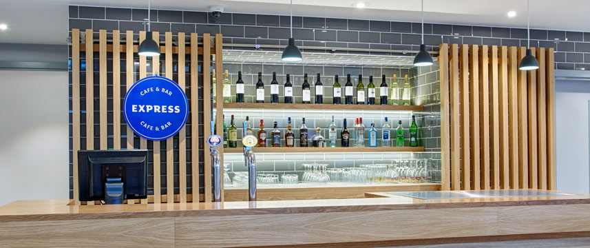 Holiday Inn Express London Ealing - Bar
