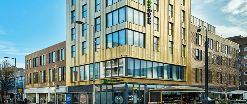 Holiday Inn Express London Ealing - Hotel Exterior