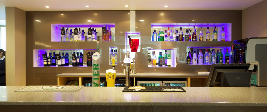 Holiday Inn Express London Earls Court - Bar