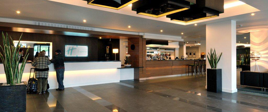 Holiday Inn Express London Heathrow T5 Reception