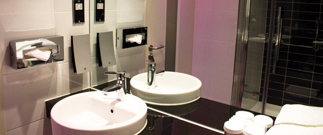 Holiday Inn Express London Stratford Bathroom