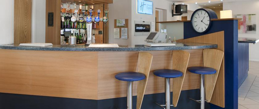 Holiday Inn Express Manchester - East - Bar