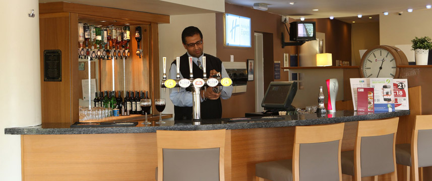 Holiday Inn Express Manchester - East - Bar Area