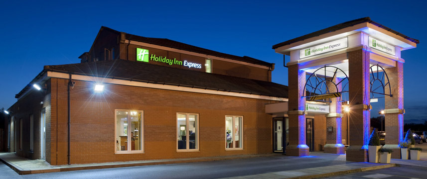 Holiday Inn Express Manchester - East - Exterior Night