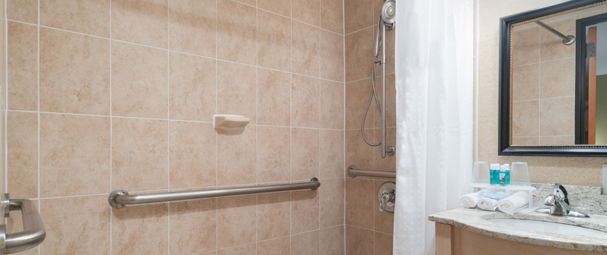 Holiday Inn Express Wall Street - Accessible Shower