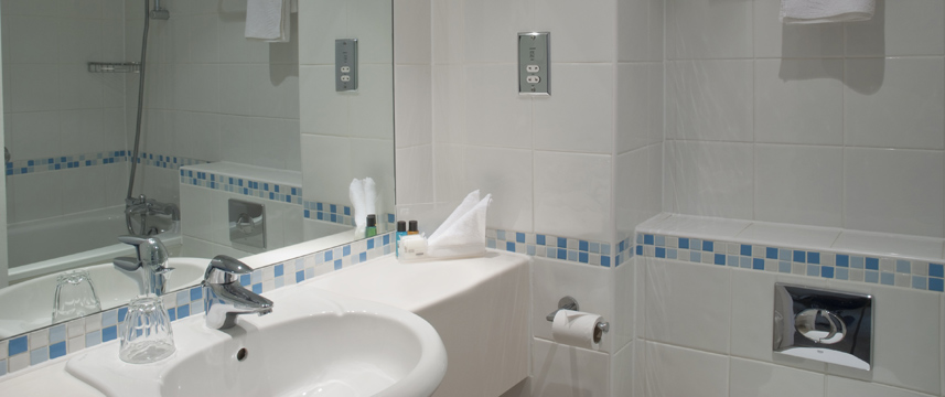 Holiday Inn London - Gatwick Airport - Bathroom