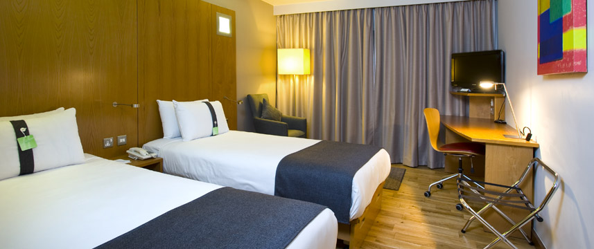 Holiday Inn London West - Twin Standard Room