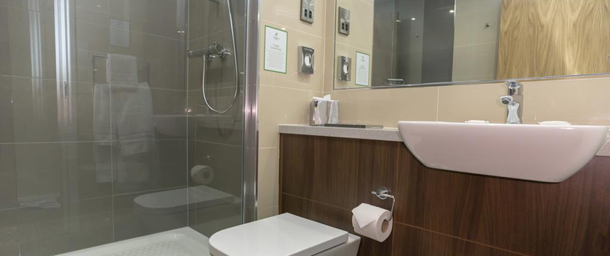 Holiday Inn Nottingham Castle Marina - Executive Shower Room