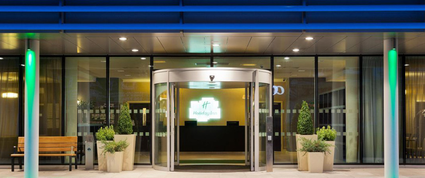 Holiday Inn Whitechapel - Entrance