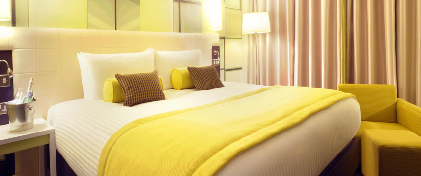 Hotel Indigo Birmingham - King Bed Feature Room