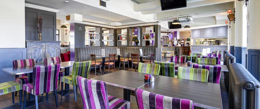 Ibis Styles London Excel - Custom House Pub Seating